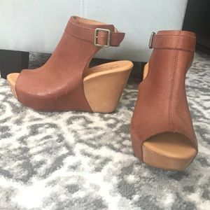 New without box Berit wedges, brown, sz 8M